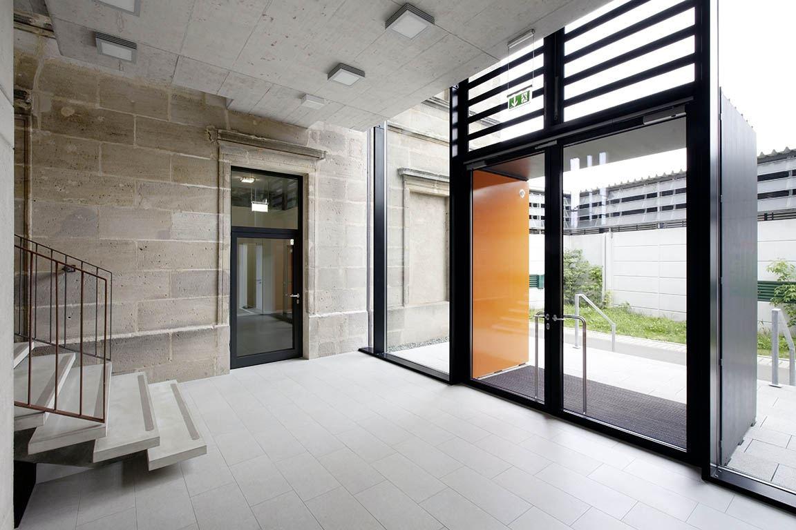 8_MOS_Franken_Schulgebäude